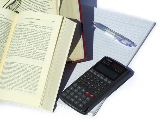 studying-economics-3-1483737